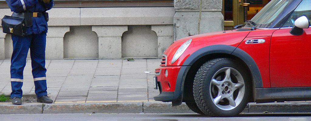 Auto erhält Strafzettel wegen Falschparken