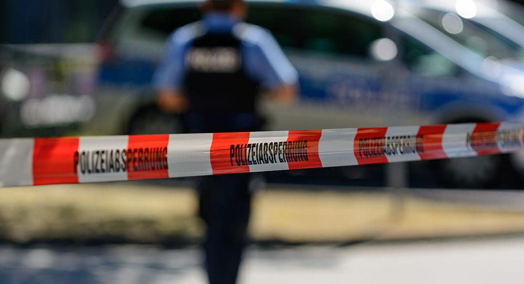 Polzeiabsperrung an einem Mord-Tatort